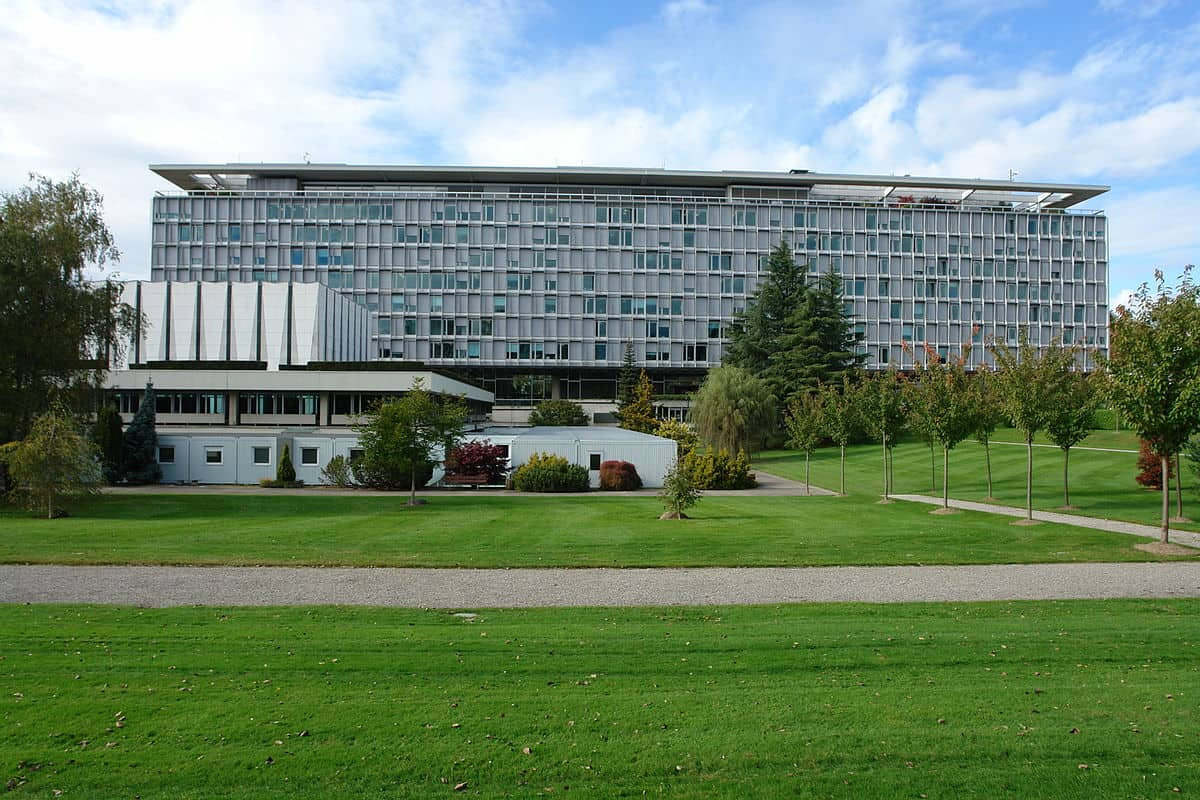 World Health Organisation Geneva - Photo source  - Yann Forget  - Wikipedia
