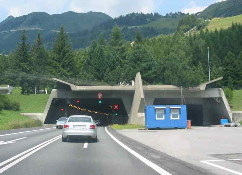 Gotthard road tunnel, south side entrance - Photo by Grzegorz Święch - source Wikipedia