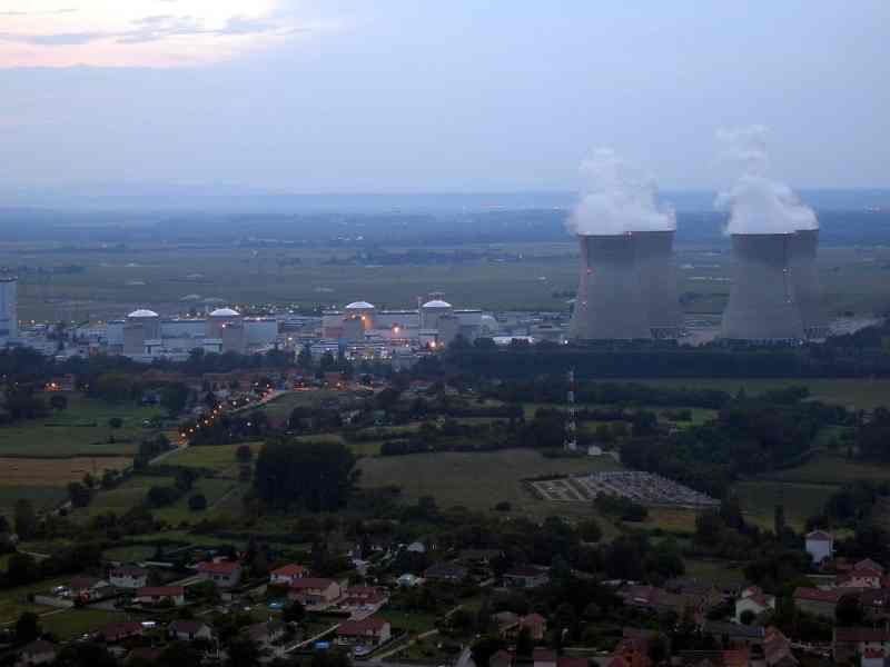 Bugey nuclear plant in France - Source: wikipedia - SeeSchloss
