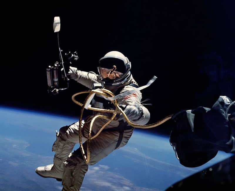 Nasa space walk_source_wikipedia_user_Soerfm