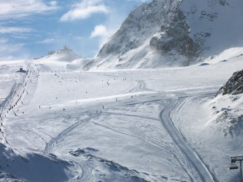 The final lift up to the pass over to Italy at Zermatt - © Kurt Cotoaga | Dreamstime.com