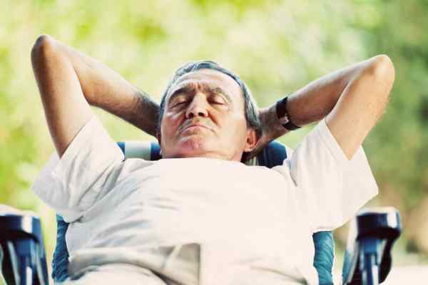 Occasional daytime naps may cut risk of heart attack, according to Swiss study