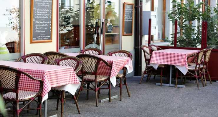 Swiss parliament demands cabinet reopen restaurants and theatres