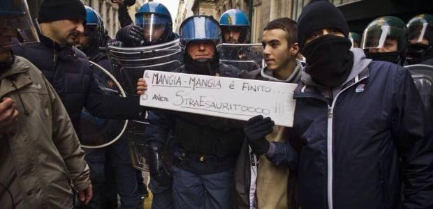 Sciopero ad oltranza, le forze di polizia con il popolo, i video.