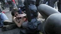 Pugno duro del governo, 12 feriti, un manifestante perde la mano, i video degli scontri.