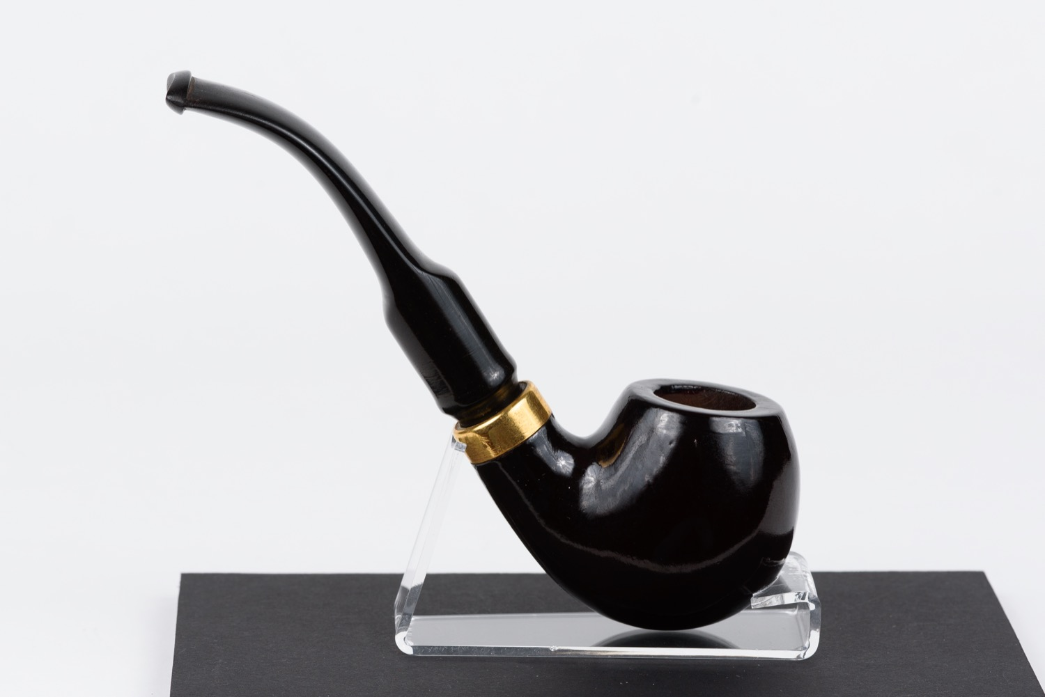 """Smoking pipe. Form """"Bent Army"""" (according to classification Alfred Dunhill Ltd""""). USSR, Leningrad, 1940s."""
