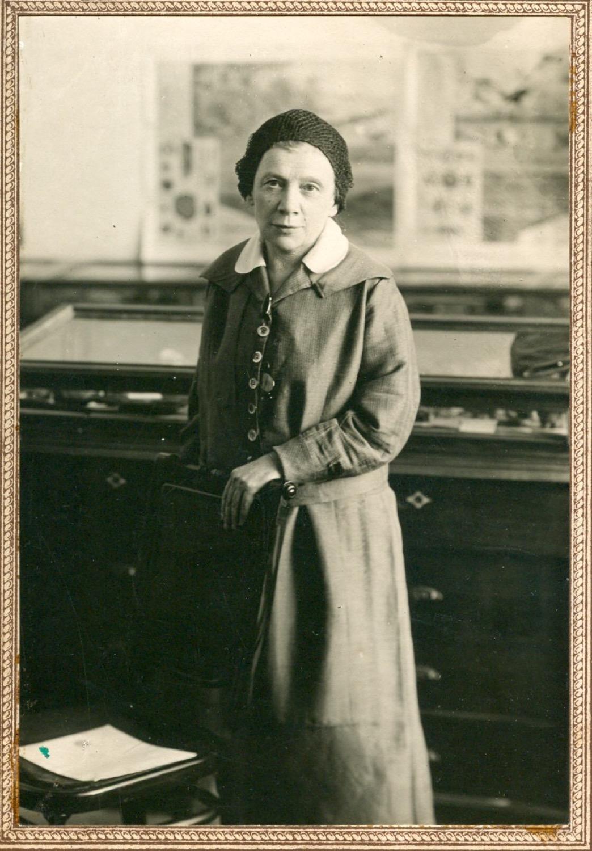 Photo.  Anna Ilyinichna Ulyanova-Elizarova in the House-Museum of V. I. Lenin in Ulyanovsk.