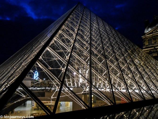 The glass pyramid at night
