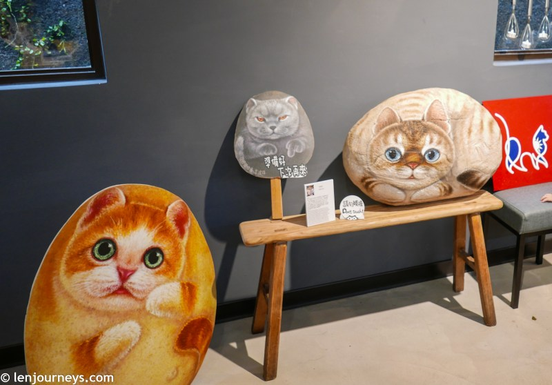 Feline theme souvenirs