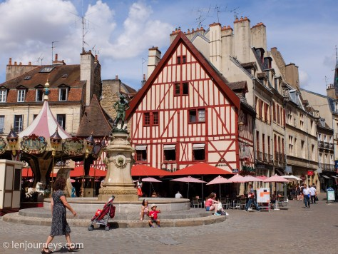 Place de Bareuzai, Dijon