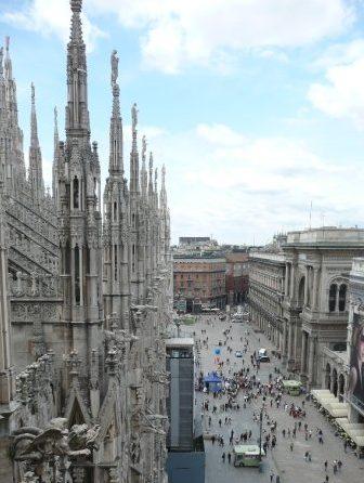strecha katedrály Duomo a vpravo Galleria Vittorio Emanuelle II, Miláno, Taliansko, cestovateľský blog