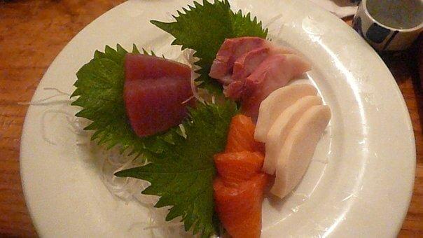 Sushi sashimi tuniak, maslová ryba, losos,