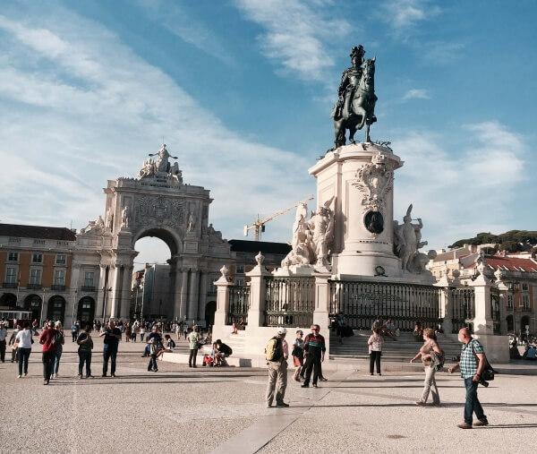 Praça do Comércio, socha kráľa José I., Arco da Rua Augusta, Lisabon, Portugalsko