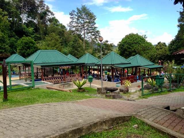 termálne kúpele v Národnom parku Kinabalu, Borneo, Malajzia