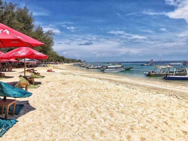 pláž na ostrove Gili Trawangan, ostrovy Gili