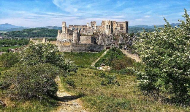 Beckovský hrad, Hrad Beckov
