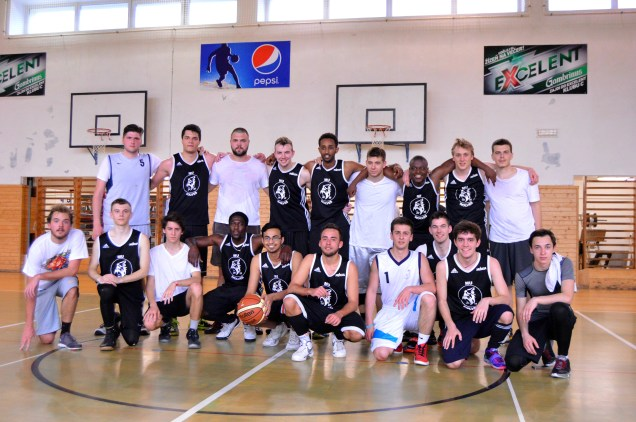 AAU and Masaryk University's Faculty of Medicine after the match.