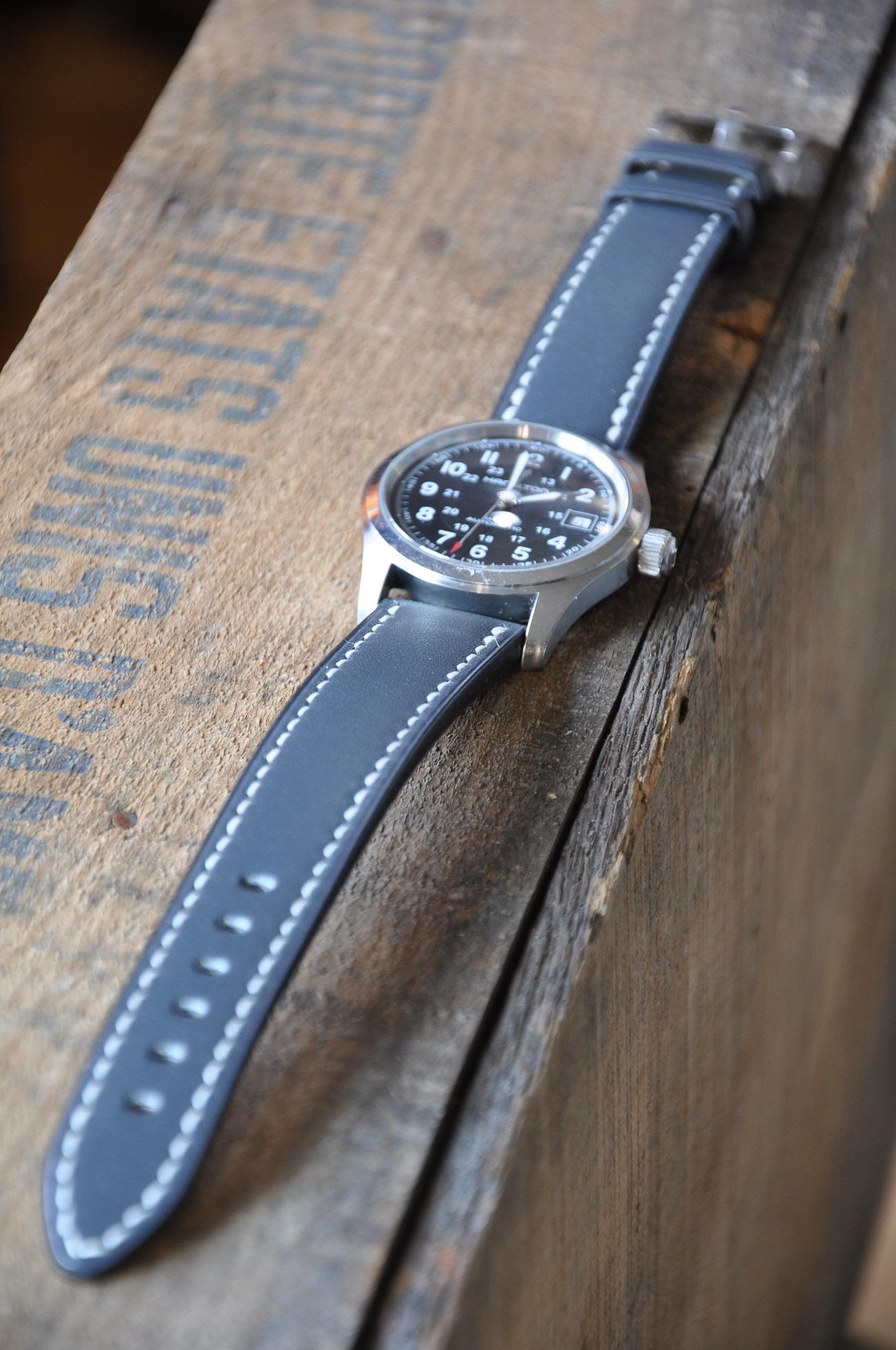 Bracelet pour montre sur-mesure en vachette. Entièrement cousu main.Le luxe français par créateur LE NOËN maroquinier designer.