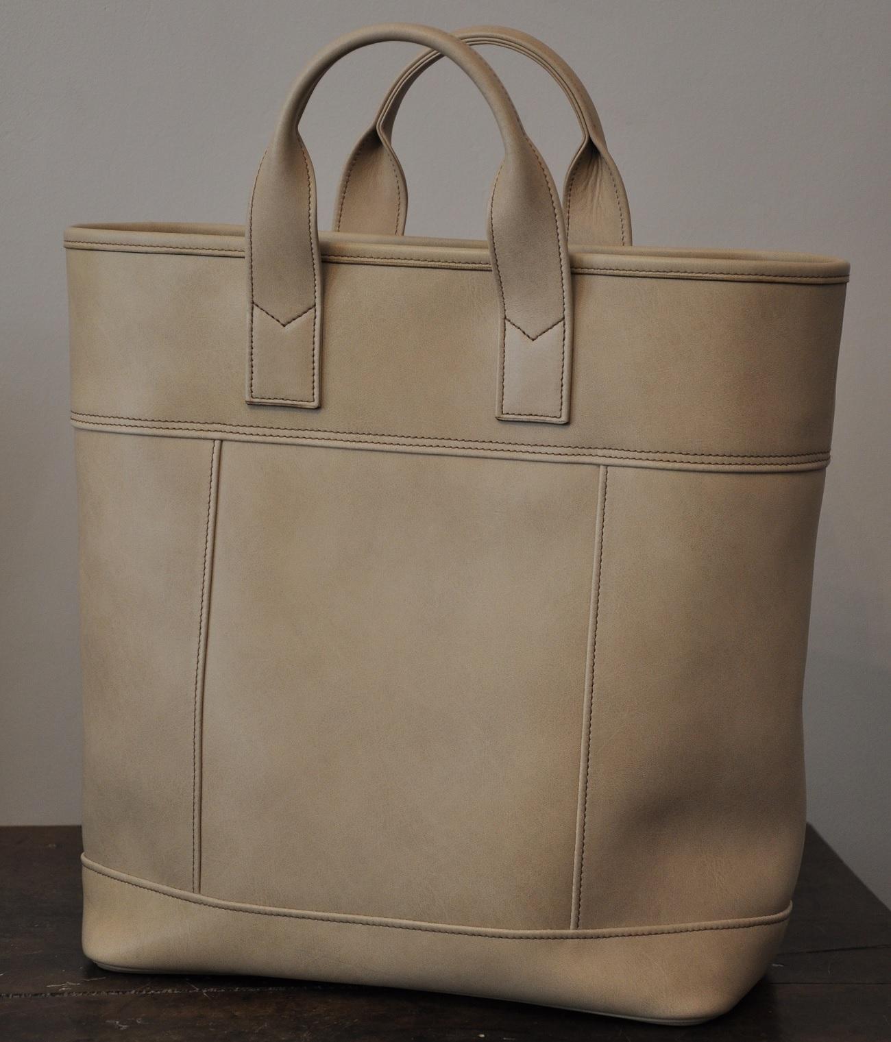 Cabas Augustine en vachette lisse pour femme , doublé en coton marron. Fabrication française de créateurs maroquiniers en France LE NOËN.