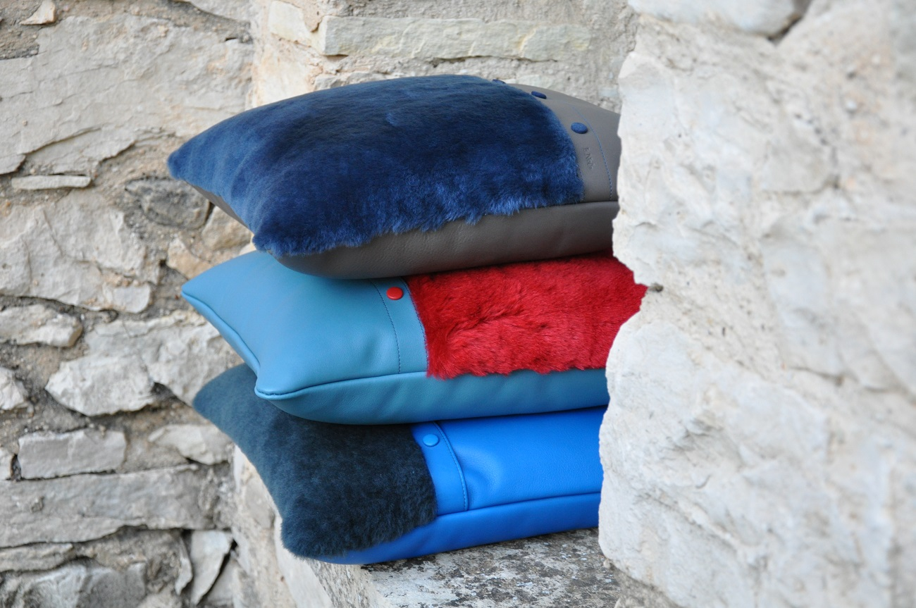 Cushion in calfskin and fur. Original and perfect object for home decoration. Made in France