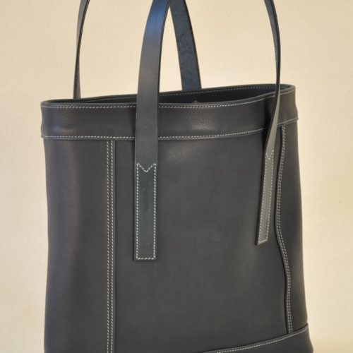Woman's bag with features inserts that are underlined with light blue double-stitched. Made in France by LE NOËN leather goods manufacturers.