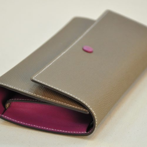 Woman's wallet for daily use, with change purse, credit cards holders, papers pocket. Luxury hand made in France.