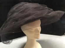 Cappello alta moda con tulle