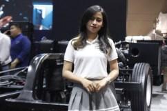 Sales Promotion Girl (SPG) nan cantik Mercedes-Benz (Foto: lensautama/Kiki)
