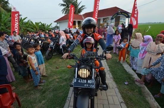 ROC ajak Anak anak berkeliling dengan Honda CMX500Rebel (2)
