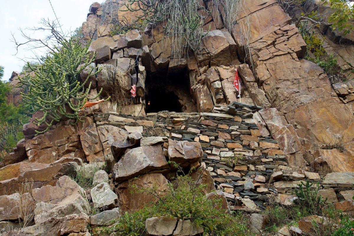 outside the hermit's outpost / near kakarwa, india