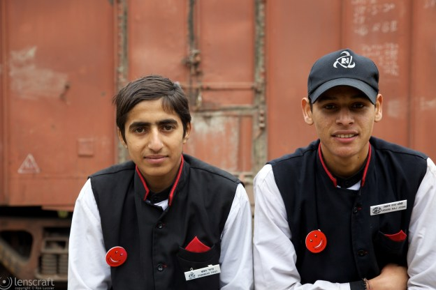 the train porters / mundawar, india