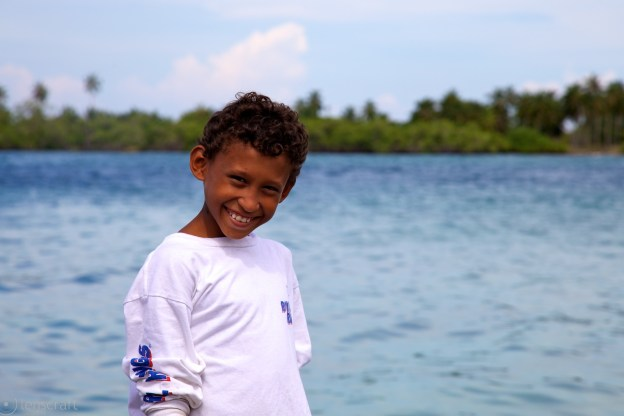 the smiling shy boy / santa cruz del islote, colombia