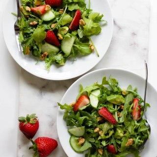 strawberry arugula salad with balsamic tahini vinaigrette