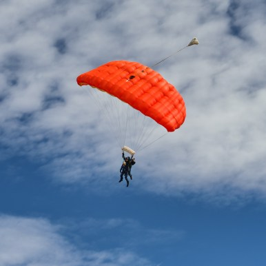 Glenorchy tandem skydivers-1