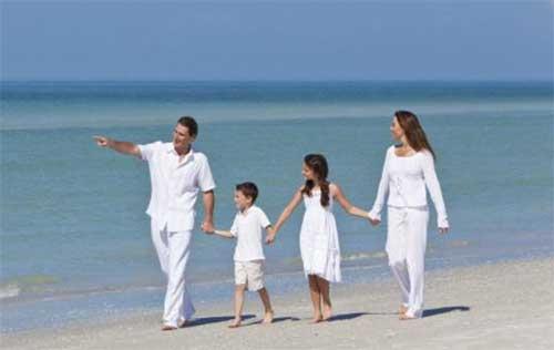 Baju Putih untuk Sesi Foto Keluarga