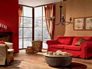 aksen merah pada interior