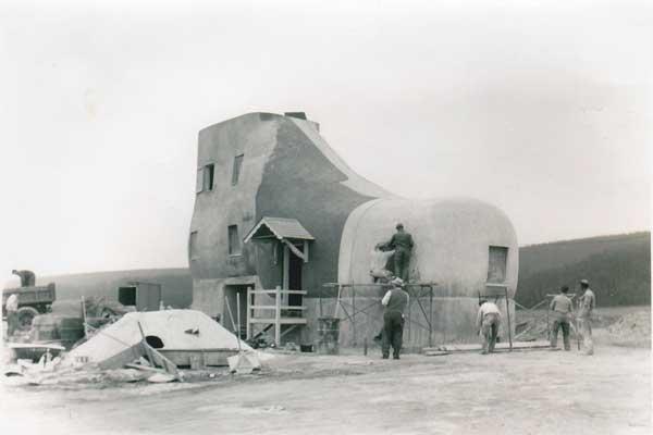 Pembangunan Rumah Sepatu (The haines shoe house)