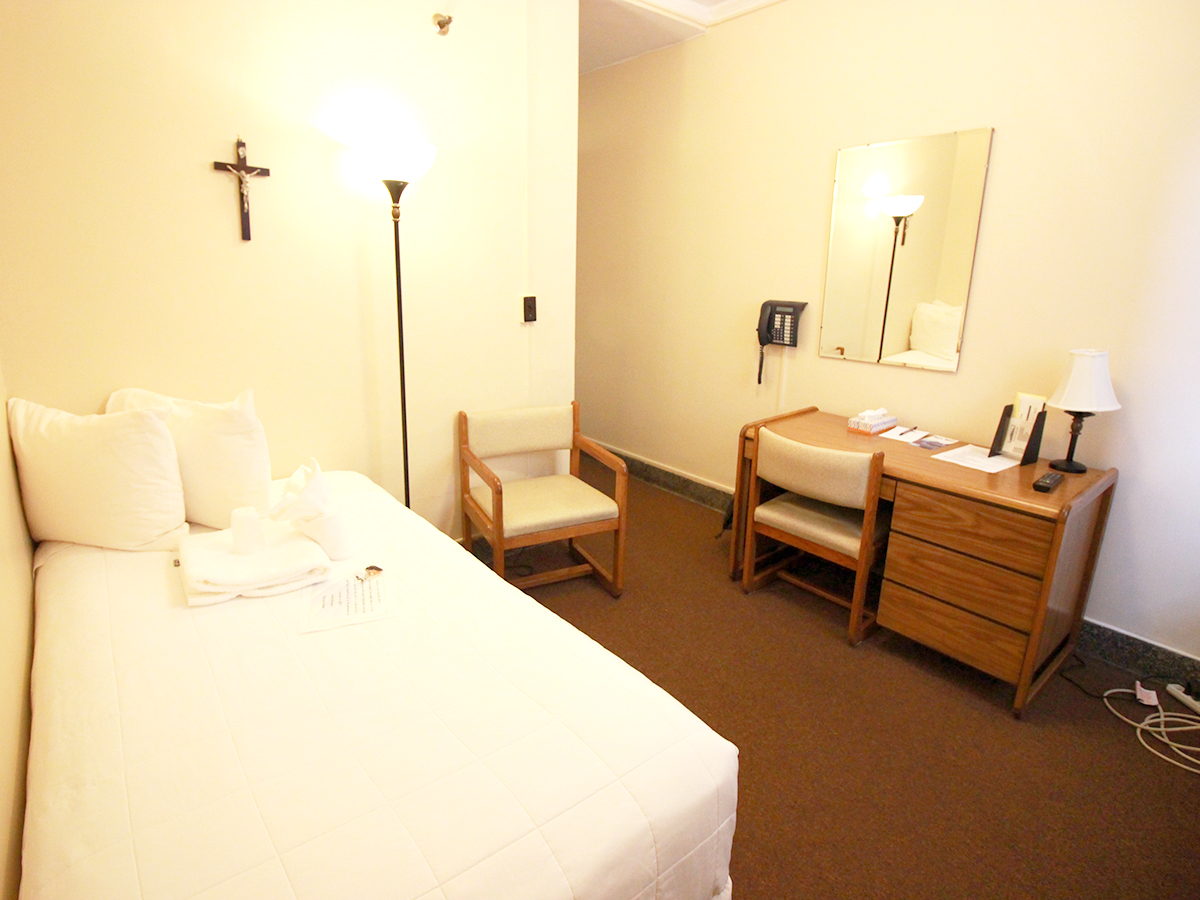 Standard Single Room Hotel Rooms 1 Person Affordable