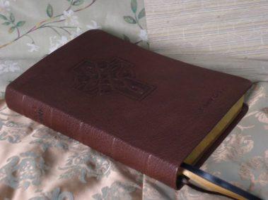 Brown Pebble Grain Cowhide Bible