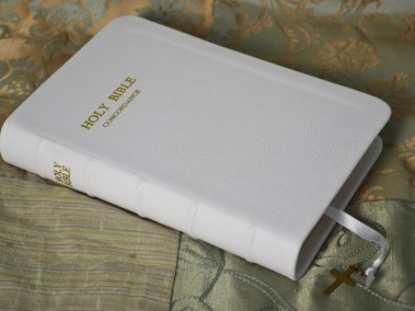 White Pebble Grain Cowhide Bible