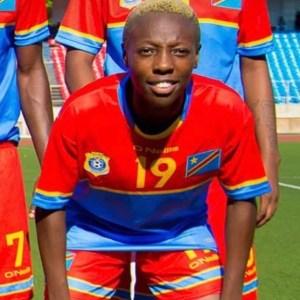 Exaucée Kizinga Ndjoli : «Je souhaite que le foot féminin et masculin deviennent égalitaires !»