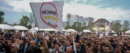 Foto LaPresse - Massimo Paolone 17/10/15 Imola (Italia) Cronaca ITALIA5STELLE MANIFESTAZIONE NAZIONALE DEL MOVIMENTO 5 STELLE Nella foto: i sostenitori del Movimento 5 Stelle Photo LaPresse - Massimo Paolone 17 October 2015, Imola (ITALY) ITALIA5STELLE NATIONAL EXHIBITION OF MOVIMENTO 5 STELLE In the pic: the supporters of Movimento 5 Stelle