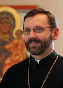 """Dom Sviatoslav Shevchuk, arcebispo de Kiev sobre Putin: a KGB jamais difundiu os valores cristãos, mas se serviu deles com finalidades políticas. Eu não acredito que quem sacrifica um milhão de vidas para atingir objetivos geopolíticos possa estar animado por valores cristãos. Não sejamos ingênuos""""."""
