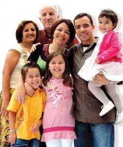 Das sociedades, a primeira e a mais natural  de todas é a família