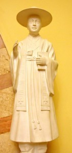 Santo André Kim, neto de mártires, foi primeiro sacerdote coreano. Martirizado em 16 de setembro de 1846. Imagem (acima) venerada na Igreja Nossa Senhora Auxiliadora, na capital paulista [Foto PRC]