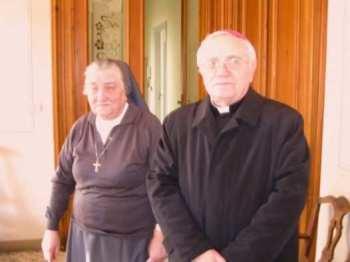 Sor Luigina Traverso 02, y el obispo de Casale Monferrato