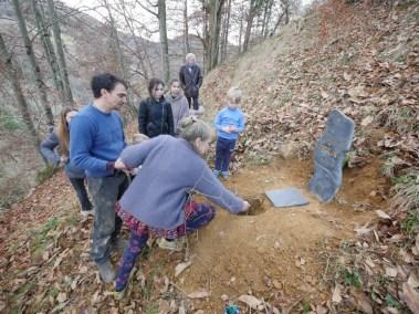 La pierre ramenée du cimetière de Montreuil