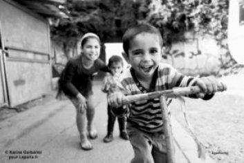 Photo Karine Garbarini — Les Rroms sont des héros
