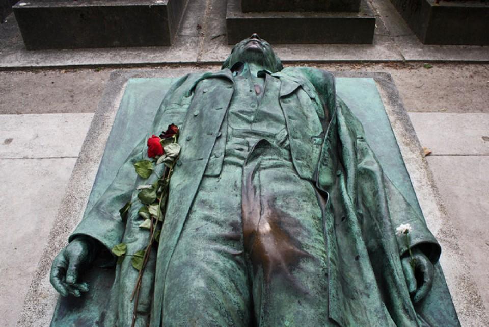 victor noir - statues les plus bizarres de Paris