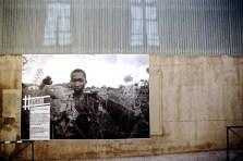 Holtz - Unicef: Paul, 17 ans, Centrafricain, fait le guet. Il craint les groupes armés qui terrorisent la région, juin 2008.